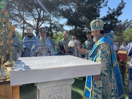 У Мукачівській та Херсонській єпархіях ієрархи УПЦ освятили престоли