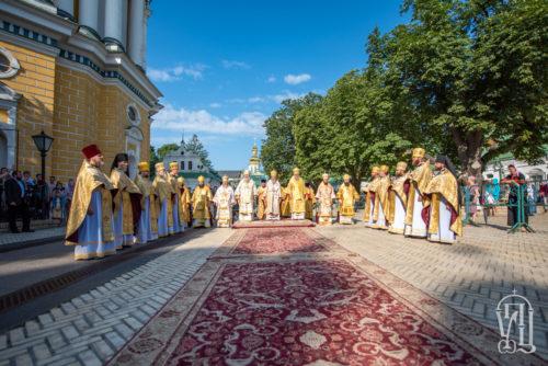 У Неділю 5-ту після П'ятидесятниці Предстоятель звершив Божественну літургію у Києво-Печерській Лаврі (відео)