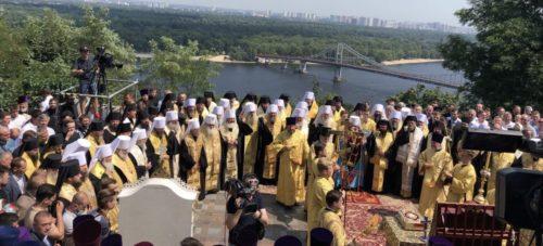 Предстоятель Української Православної Церкви очолив урочистий молебень на Володимирській гірці до Дня Хрещення Русі