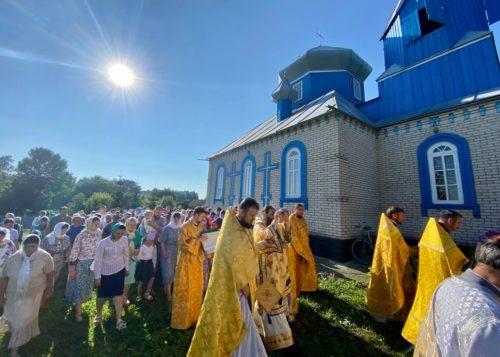 У Дніпропетровській єпархії освячено храм, у Вінницький – новий престол