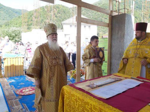 В селі Ділове на Закарпатті митрополит Хустський Марк освятив місце під новий храм замість захопленого «ПЦУ»