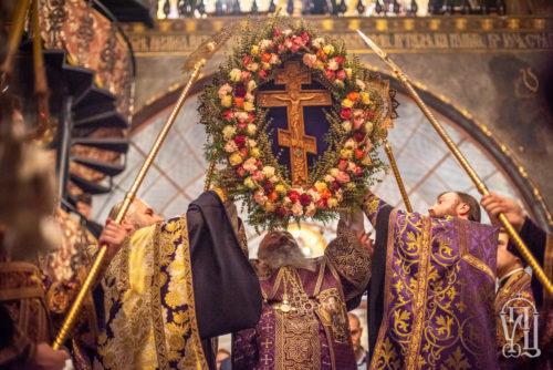 Предстоятель очолив всенічне бдіння з чином Воздвиження Хреста у Києво-Печерській лаврі