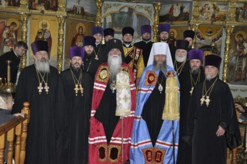 У кафедральному соборі м. Ровеньки представлено нового керуючого Ровеньківською єпархією архієпископа Аркадія