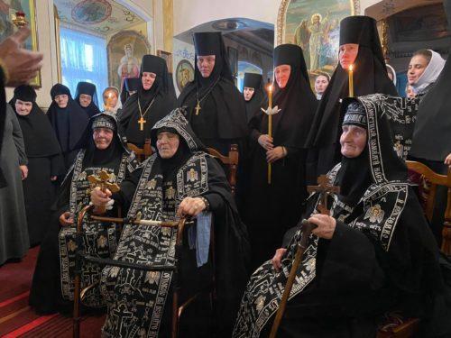 У Городоцькому жіночому монастирі на Рівненщині звершили постриг трьох монахинь у велику схиму