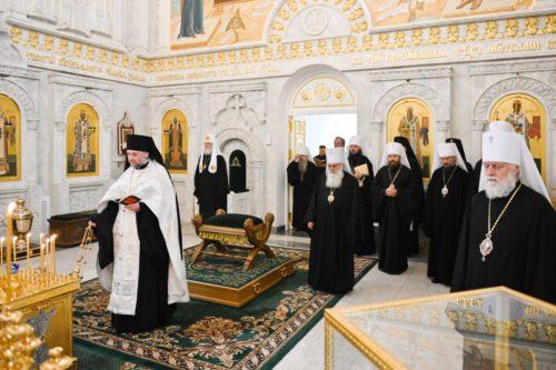 Члени Синоду РПЦ звершили літію за митрополитом Луганським Митрофаном і митрополитом Рівненським Варфоломієм