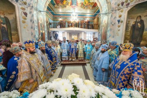 На свято Покрову Богородиці Блаженніший Митрополит Онуфрій звершив святкове богослужіння у Конотопі (+відео)