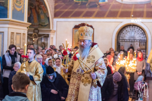 У Неділю 17-ту після П'ятидесятниці Предстоятель звершив Божественну літургію у Києво-Печерській лаврі (+відео)
